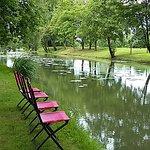 Le parc, le canal de la Seille devant l'Hôtel