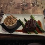 8oz Filet with truffle mac and cheese and asparagus