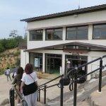 終点の獅子岩駅です。手前の階段を上がると展望台です。