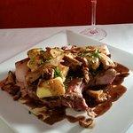 Côte de cochon du sud-ouest gnocchis à la truffe girolles fraîches et jus de viande