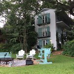 Andre's Riverview Bed and Breakfast resmi