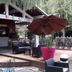 Le restaurant Rive Gauche voit la vie en couleurs avec sa nouvelle terrasse pour vous accueillir