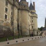 1/4 de tour et du magasin vous passez au Château.