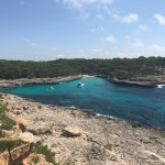 Photo de Hostal Playa Mondrago