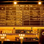 O Drakkar Beer & Food sempre apresenta uma tap list dinâmica com os melhores chopes artesanais