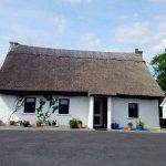 An Caladh Gearr Thatch Cottage B+B Photo