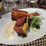 Costilla de cerdo de Palou acompañada de parmentier y salsa barbacoa