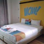 Een wow kamer met een wow bed .