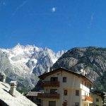 Vista con il superbo Monte Bianco