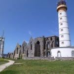 Le phare et l'ancienne abbaye