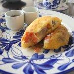 Arepa con huevo y carne..suerito y ajicito