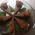 Шоколадный,фисташковый и ванильный чизкейк , сладкоежки оценят!