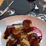Le plat du jour dans la formule déjeuner : cannette et ses figues rôties et son vin. Un délice !