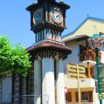 l'horloge près de la fontaine