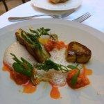 Foie gras de canard poêlé, carotte, vinaigre balsamique blanc, sansho et poivre des cimes