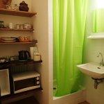 Salle de bains avec cion kitchenette