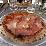pizza tomate mozza prosciutto