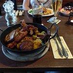 Eisenbahnerpfanne: 3 verschiedene kleine Steaks, Frikadelle, Grillwurst und Bratkartoffeln