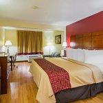 Foto de Red Roof Inn & Suites Fayetteville - Fort Bragg