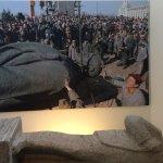 Statue of Lenin torn down near Berlin Wall