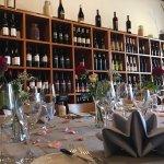 Unsere Weinwand mit einer grossen Auswahl aus dem Schaffhauser Blauburgunderland