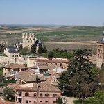 Vistas del Alcázar e Iglesia de San Esteban desde la Torre de la Catedral de Segovia