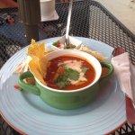 мексиканский суп (а еще тако, но их за горшочком не видно)