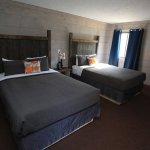 Photo de Vintage Block Inn & Suites
