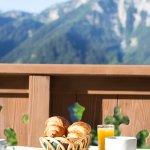 Petit déjeuner vue montagne