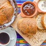 Disfruta nuestro pan Artesanal Chasqui, multicereal: Quinoa, linaza, trigo, salvado, chia, avena