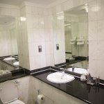 Fitzrovia Hotel bathroom