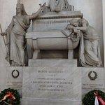Dante's tomb-- mesmerizing