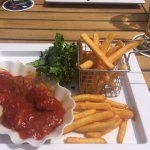 Currywurst mit Pommes frittes
