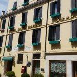 Photo de Santa Marina Hotel