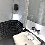 Nightingale Apartment shower room