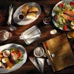 Przekrój karty: pierogi z pieca, sałatka z łososiem, stek, Jasne, Bursztynowe, Pszeniczne