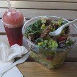 jus fraise, pomme, menthe + salade césar