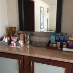 Minibar/snack area