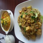 Yellow curry & Pineapple fried rice