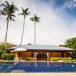 The Lipa Lovely Beach Resort Foto