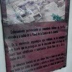 Miejsce pamięci o byłym cmentarzu w parkingu podziemnym .