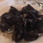Mussels on linguine (lots of garlic!)
