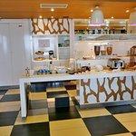 Hotelhalle mit Frühstücksbuffet