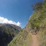 Recorriendo los vestigios de un camino Inca entre las montañas
