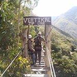 Cruzando un puente tibetano