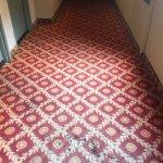 ÉSIMO, FATAL, VIEJO Y HUELE MAL, mi peor experiencia en un hotel cerca del aeropuerto de Los Áng