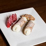 Cannoli with strawberries
