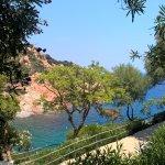 """La vue magnifique depuis la piscine """"Relax"""" en descendant vers la plage du Borgo"""