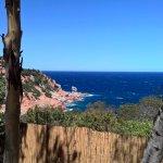 """Vue depuis l'entrée du Borgo : """"bleu marine"""" retrouve tout son sens !"""