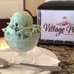 Village Ice Cream Parlor Foto